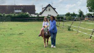 pony rijden onder begeleiding